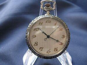 Edle feine Taschenuhr, grazil, klassisch, zeitlose Uhr, dezentes Zifferblatt