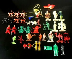 VINTAGE ASSORTMENT OF 37 CEREAL PLASTIC TOYS