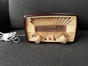 VINTAGE PHILLIPS VALVE BROADCAST RADIO RECEIVER TYPE  BF-101-U, (BAKELITE CASE)