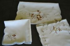 17 PCS VINTAGE LINEN EMBROIDERED PLACEMATS NAPKINS TABLE RUNNER SCALLOPED EDGES