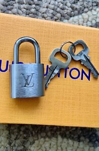 LOUIS VUITTON NEW AUTH BRUSHED TITANIUM SILVER LOCK SET 2 KEYS PADLOCK orig box
