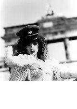 Nina Hagen-Sexy promo press photo 1993-Punk-Porte de Brandebourg-Berlin