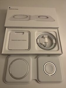 Apple MagSafe Duo iPhone and Apple Watch Charger