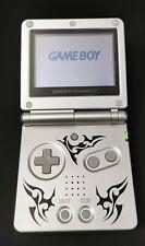Game Boy Advance SP SILVER TRIBAL Gameboy | GBA | Spielkonsole - PAL + 8 Spiele