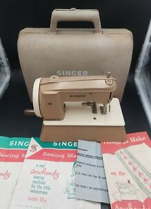Vintage Singer Sewhandy toy child sewing machine & carrying case Kids