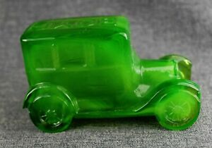Ford Model T car automobile 1925 figurine Green Boyd Art Glass Paperweight