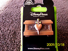 Disney * SNOW WHITE - JEWELED HEART CHEST * New on Card Trading Pin