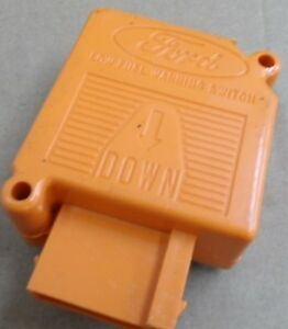 NOS 1980 - 1988 Ford Lincoln Low Fuel Warning Switch Assembly E4VZ-9F326A