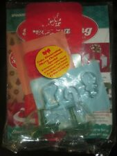 Deagostini Cake Decorating Magazine CHRISTMAS SPECIAL GREEN HOLLY CUTTER MOULDS