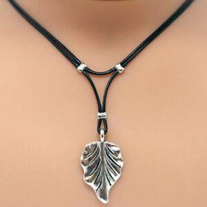 Collier pendentif feuille - cordon noir  - pendentif métal argenté