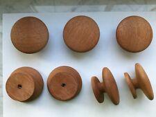 6  St. Möbelknöpfe aus Holz (Mahagoni), roh, Ø 65mm x Höhe 35mm mit M4 x 8mm