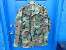 US Army camouflage jacket medium regular zipper closure snaps pockets winter