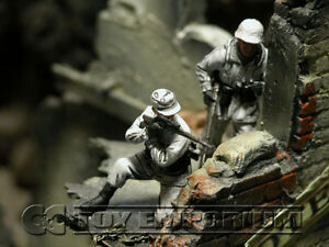 Custom Built 1:35 WWII German Winter Sniper Team Set #2