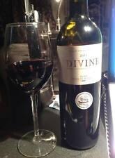 Vino rosso, bottiglia di Bordeaux DIVINE anno 2011