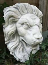 Großer Wasserspeier Stein weiß, Löwenkopf wie antik