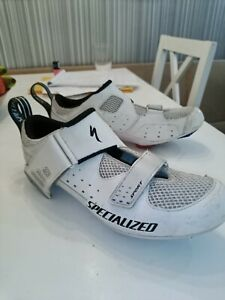 Specialized body geometry sport road cycling shoes Size 9.5 with cleats