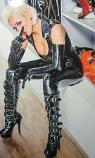 Top Priv Foto Mädchen Frau Erotik pur viel Haut Lack Leder Hauteng Stiefel Busen