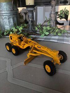 Vintage Ertl Caterpillar Road Scraper No.12