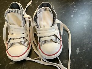 Boys Infants Converse High Top Boots VGC Only Worn A Couple Of Times Size 8
