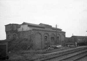 PHOTO  LOCO SHED LNER ST.ALBANS  REAR VIEW OF THE EX GREAT NORTHERN SHED IN 1958