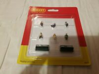 OO Gauge HORNBY Figures R7119 Sitting People 2 benches for model railway scenery