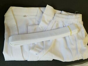 Taekwondo (TKD) Uniform/Gi/Dobok w/ White Collar (Size 4/180)