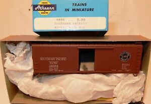 HO SCALE ATHEARN SOUTHERN PACIFIC 40' WOOD BOX CAR KIT NOS