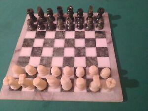 Scacchiera  alabastro con pezzi scacchi