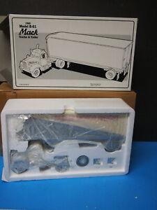 """First Gear-"""" PARKER MOTOR FREIGHT """" 1960 Mack B-61 Tractor &Trlr 1/34 #19-1186"""
