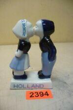 2394. Alte Holland Porzellan Figur Küsschen