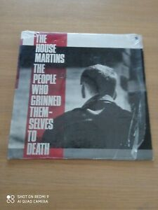 DISCO LP 33 GIRI. THE HOUSEMARTINS - THE PEOPLE WHO GRINNED THEMSELVES TO DEATH