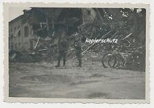 Foto Holland zerstörte Häuser Soldaten-Fahrräder 1940-2.WK  (U867)