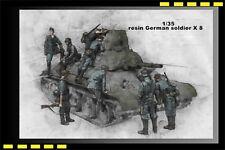 1/35 WWII German Soldier inspect T-34 1941 (8 resin figures) Fast bid