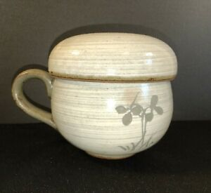 Chinese Pottery Tea Cup With Ceramic Strainer And Lid Clover Design