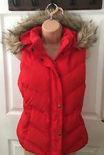 GAP WOMENS SMALL RED FAUX FUR TRIM HOOD PUFFER VEST SKI OUTDOOR WALKING JACKET