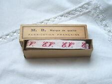 Ancien ruban initiales tissé rouge EV couture, mercerie