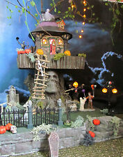 Halloween *LIGHTED* Skull TERROR TREEHOUSE Village Display platform base Dept 56