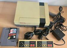 Original NES Konsole mit Spiel und 2 Controller - vergilbt - Retro