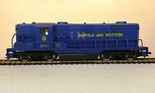 AHM 5012-J - HO Norfolk & Western GP-18 Powered Locomotive / N&W 2557