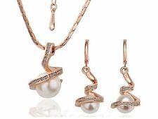 GOLD PLATED TWIST PENDANT WITH FAUX PEARL & DIAMANTE CRYSTAL NECKLACE