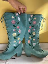 Bohemian Vintage Style Mint Embroidered Floral Boots Size 9 B.A.I.T.