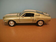 1:18 Scale Road Signature 1968 FORD SHELBY GT500KR Die-cast Car