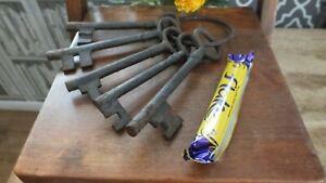 5 Giant Large Metal Keys On Metal Ring Rusty Looking Great Decorative Item