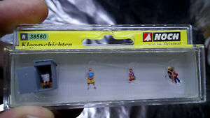 * Noch 36560 Detailed Figure Set, Toilet, going to the loo N Scale / 1:160