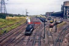 PHOTO  LMS STANIER 'BLACK 8' 2-8-0 48492 AT CORBY AUGUST 1964 1964/08R1742 STANI