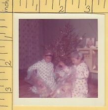 Christmas photo in plastic & hairnets? twins color 7907