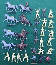 26 Vintage Airfix & Britains cowboys and horses; 1/32 Plastic figures lot