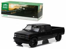 1997 CHEVY 3500 Silverado Dual Cab / Pick-Up - 1:18 Scale by GREENLIGHT