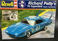 Revell 85-2360  Richard Petty´s 70´ Superbird Replica street racer 1:24 11AR3