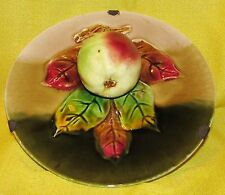 ASSIETTE EN BARBOTINE ANCIENNE POMME EN RELIEF / majolica plate with apple